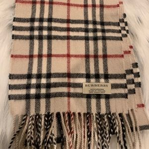 ***AUTHENTIC BURBERRY SCARF ***